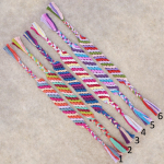 Do It Yourself: φτιάξε πολύχρωμα βραχιολάκια φιλίας (friendship bracelets)