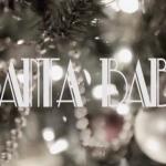 Νέο μουσικό βίντεο με τίτλο «Santa Baby» από την Debby Ryan και το συγκρότημα της «The Never Ending»