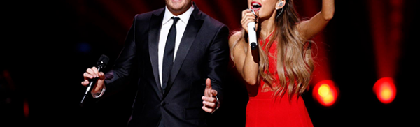 Ο Michael Buble και η Ariana Grande τραγουδούν «Santa Claus Is Coming To Town»