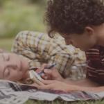 Είναι απλά μια διαφήμιση για τσίχλες… αλλά έχει κάνει όλο τον κόσμο να δακρύσει!