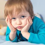 H απουσία των γονιών αλλοιώνει την εγκεφαλική ανάπτυξη των παιδιών