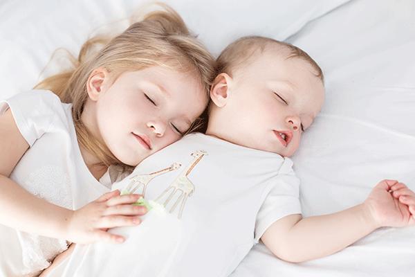 baby-and-toddler-gia-th-mama-me-ena-nipio-kai-ena-moro-icon2