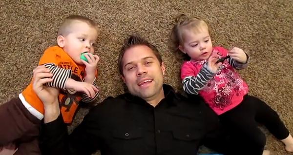 fun-family-showed-world-dad-parody-style-eimai-mpampas-kai-to-ksero-icon2